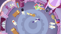 Overhead shot of Inky Rose leaving the boutique S7E9