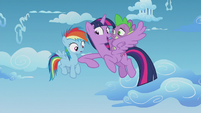 Twilight challenges Rainbow Dash to a race S5E25