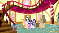 Main five see Pinkie's room is empty S8E18