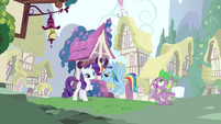 Rarity & Rainbow Dash hanging out S3E11