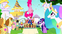 S02E24 Pinkie zjada wypiek w całości
