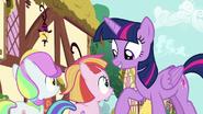 S07E14 Twilight poucza klaczki