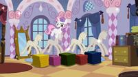 Sweetie Belle surprising Rarity 2 S02E05