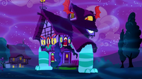 Dream house sprouts mouths and legs S5E13