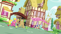 Lyra and Bon Bon propose in the background S9E23