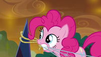 Pinkie hooks one end of net to black crystal S9E2