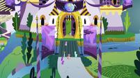 Ponies entering the castle S5E10