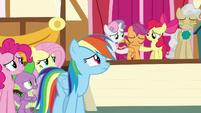 Rainbow Dash looks at sad Scootaloo S9E12