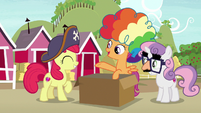 """Scootaloo """"make a quick escape disguised as clowns"""" S7E8"""