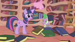 Spike book hat S1E10