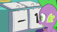 Spike gives Team Twi-Pie a negative point S9E16