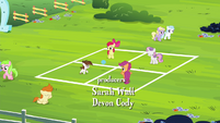 CMC and Pipsqueak playing with a ball S4E15