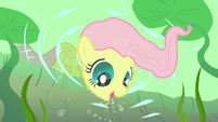 Fluttershy smiling underwater S01E23