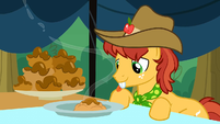 Half Baked Apple about to enjoy an apple fritter S3E8