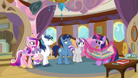 Sparkle family looking at Night Light S7E22