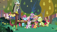 Spike, Discord, and friends make a banquet S9E23