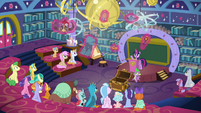 Twilight showing artifacts to the students S8E15