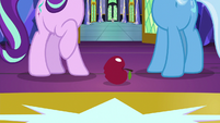 Apple lands at Starlight and Trixie's hooves S7E2