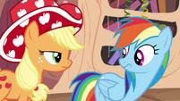 Applejack wearing party hat S4E04