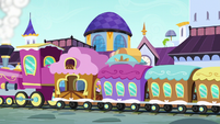 Friendship Express arrives at Canterlot S5E14