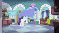 Rarity levitating some pieces of fabric S5E14
