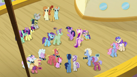 Twilight asking the attendees about the director S7E22