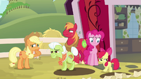 Apple family deep pondering S4E09