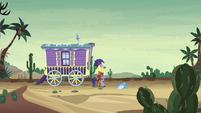 Hoo'Far and Trixie in desert at midday S8E19