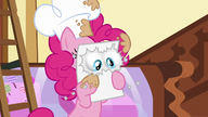 S05E19 Pinkie odczytuje nowinę