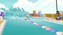 Twilight Velvet rapidly circling the race pool S7E22