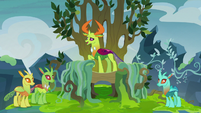 Thorax tells Pharynx to let his friends go S7E17