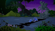 MAFH 07 Księżniczka Luna nad posągiem Nightmare Moon