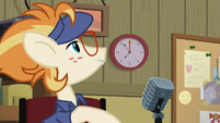 Attendant Pony looking at the clock S7E2