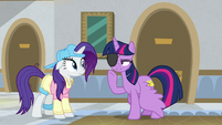 Twilight pointing at her eye patch S8E16