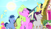 Crowd of ponies trotting and singing S4E12
