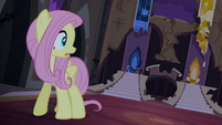 Fluttershy alone in the throne room S4E03