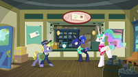 Mailpony Ponet enters the post office S9E13
