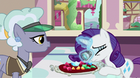 Rarity shops for gems in present day S9E19