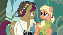 Snap and Mane look at each other S9E12