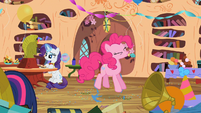 Pinkie Pie pops a party balloon S02E10