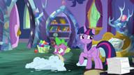 S08E11 Zdemelowany pokój Spike'a
