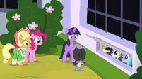 Twilight Sparkle thanking Spike S9E4
