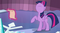 Twilight about to use her magic S6E2