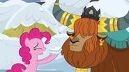 S07E11 Pinkie zjada śniegową kanapkę