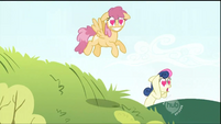 Sweetie Drops along with other ponies fall in love with Smarty Pants S1E03