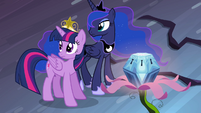 Twilight and Luna listening to Celestia S4E02