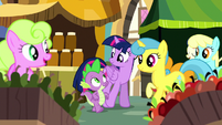 Twilight and Spike in the marketplace S8E18