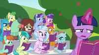 Twilight nervous in front of the students S8E17
