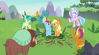 Young Six cheering for themselves S8E9