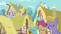 Ponies singing on roofs S3E13
